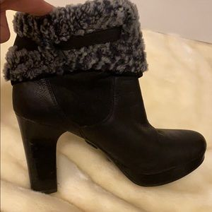 UGG Shoes - UGG SHEARLING ANKLE BOOTS